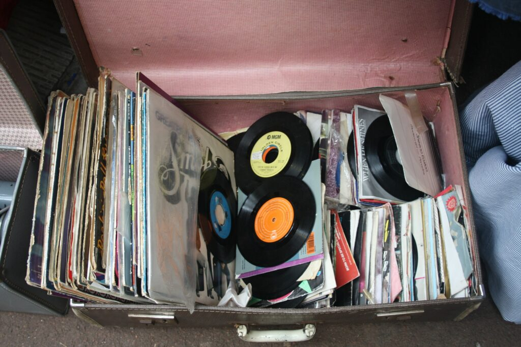 records-143468_1920